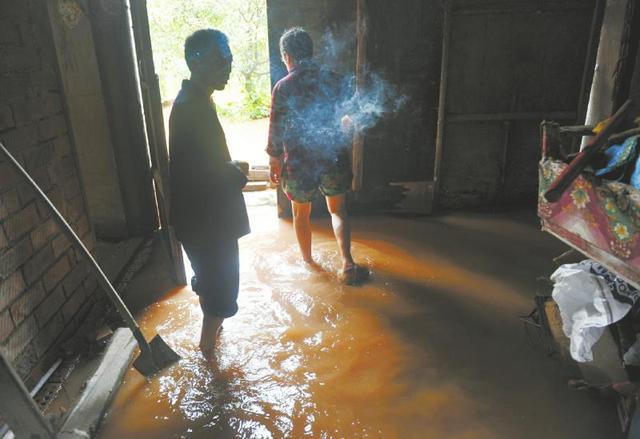 蒲江暴雨致数十户村民房屋被淹 部分房屋垮塌(图)