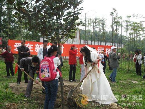 扎根农村 大学生村官收获爱情