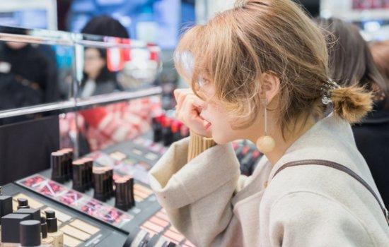 盼了3年 全球爆火彩妆品牌终于成都开柜