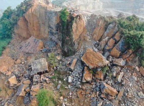 航拍宜宾珙县马蹄山崩塌震撼画面:半匹山都没了