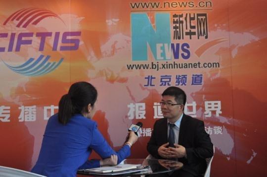 王海波先生做客新华网 谈实体电商转型