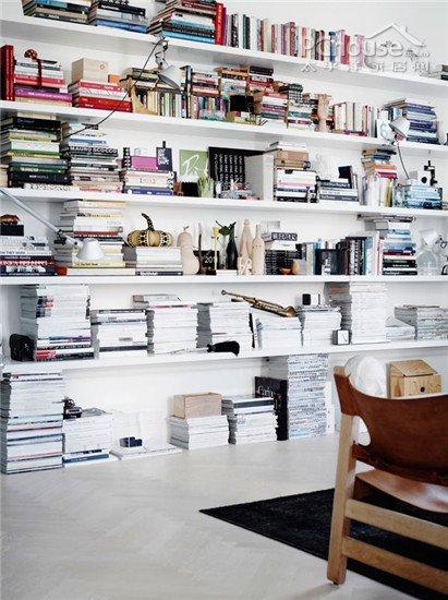 设计重点:外敞式书柜   编辑点评:书柜的作用就是尽可能多...