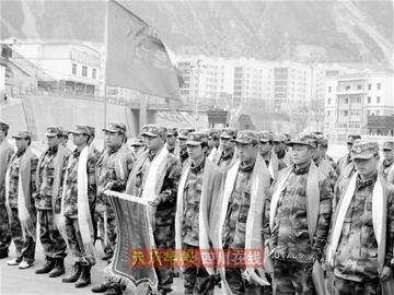 90名汶川民兵玉树救灾凯旋 汶川百姓敬献哈达