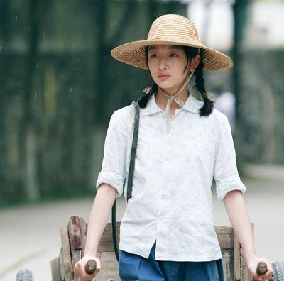 周冬雨成唯一签约谋女郎 章子怡曾哀求遭拒