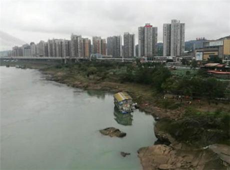 宜宾一趸船侧翻沉入金沙江 所幸无人员伤亡