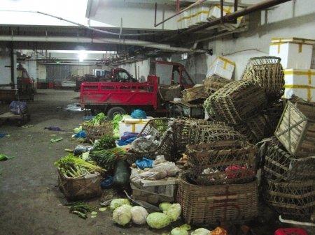 成都市场理菜区变垃圾场 清洁工苦不堪言(图)