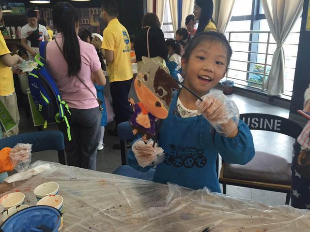 乐乐牛艺术课玩出新意 趣味皮影给孩子惊喜