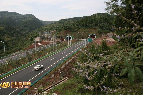 成自泸赤高速公路成仁段-成自泸赤高速内自段19日通车 路程缩短62公