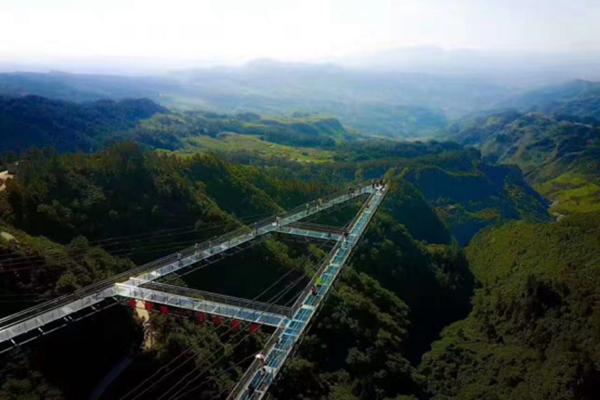 世界第一悬空廊桥在重庆梦幻奥陶纪公园