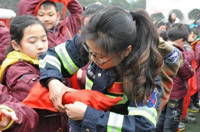 小学小学孩子开学第一课教草堂们学v小学自己泸永西区图片