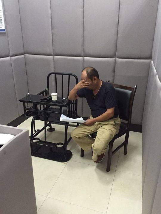 宜宾男子高速路丢车狂奔:涉嫌醉驾 半月前曾被抓