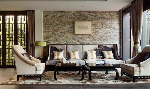 在中式窗棂的映衬下,这套水墨风沙发彰显中式特色,与整幅背景相交融.图片