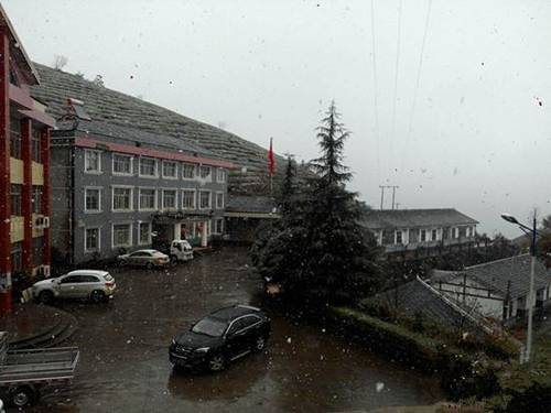 常德东山峰降下湖南今冬第一场雪