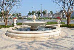 绿城玉兰广场售楼处门口喷泉