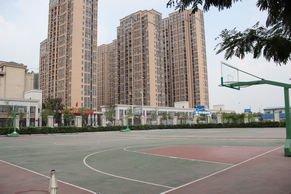 绿都万和城售楼处后门篮球场