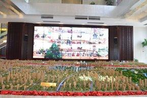 星河国际售楼处一楼大屏幕和沙盘