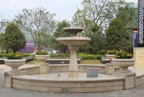 绿地香颂花园售楼处前门喷泉