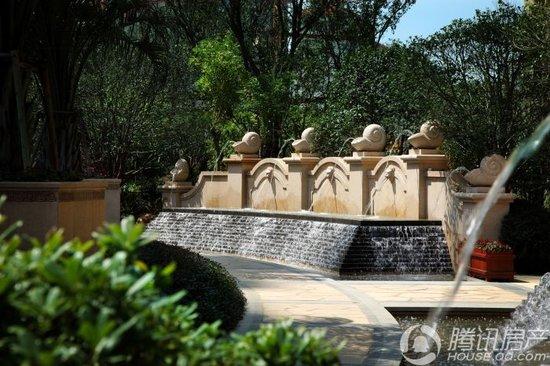 更凭龙城首屈一指的欧式皇家园林优势推出新品法式花园洋房.