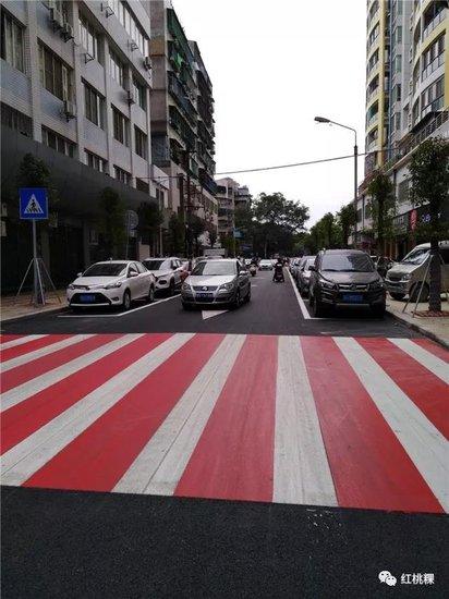 最炫彩色斑马线亮相潮州街头 你被惊艳到了吗?