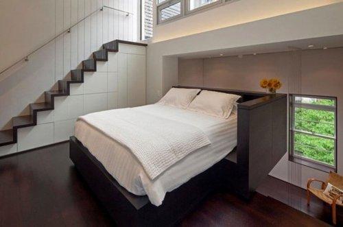 悬臂式床卧室空间采用黑木材质制作和塔形空间设计即周围的一切都围绕
