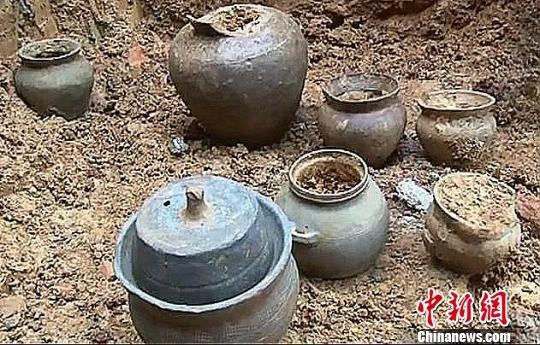 郴州村民建房挖出汉代陶罐 距今1700余年