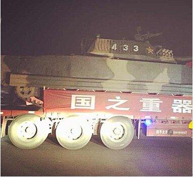 坦克进城了 保利郴州兵器展大戏一触即发