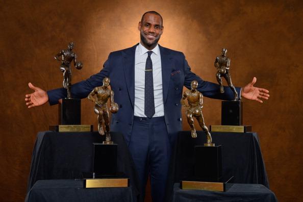 历届NBA常规赛MVP:库里新贵 詹姆斯四度当选