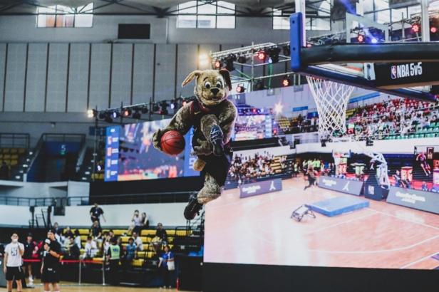 NBA 5v5 | 扣篮悍将阿隆-戈登现身广州 蒂姆-哈达威父子将助阵蓉城