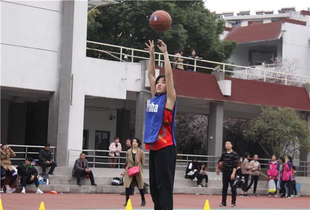 许红同学为所有参赛女生树立了榜样