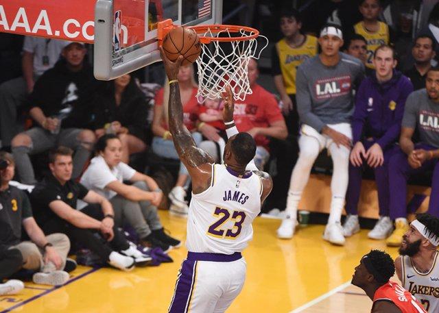 砍大三元依然徒勞無功!詹姆斯15中5僅得13分,4秒鐘連續2次錯失良機(影)-籃球圈