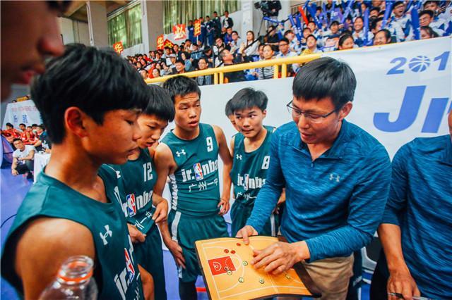 广州一中陈凤林教练关键时刻布置稳定军心