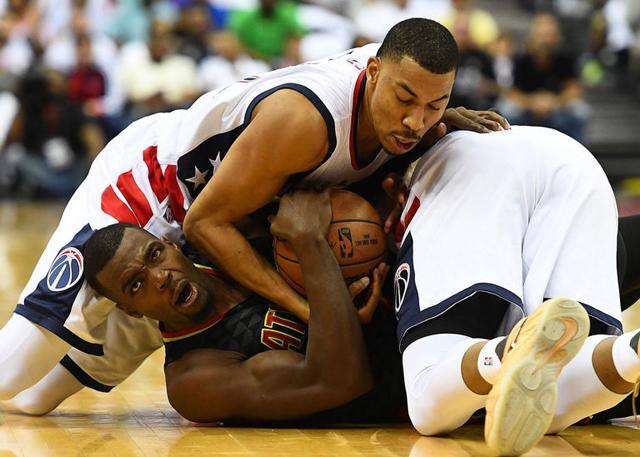 米神:我们打篮球 对手却在打综合格斗