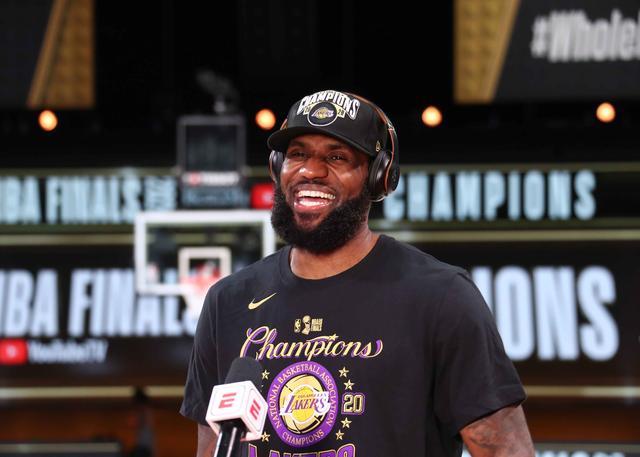 詹姆斯生计第四次获得AP年度最佳男运动员奖