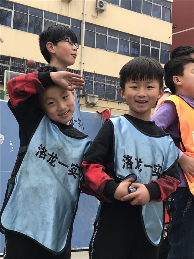 周泽宇和周泽轩兄弟俩一起参赛