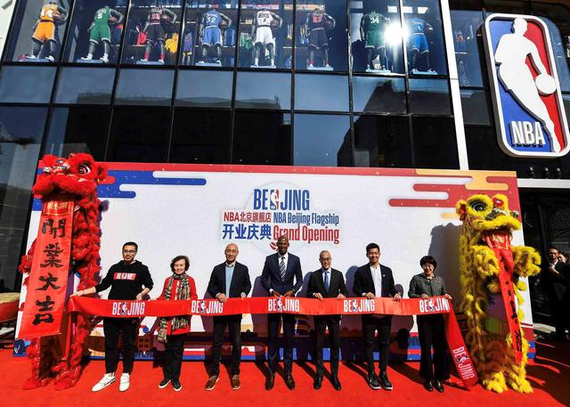 NBA北京旗舰店在王府井隆重开业 雷-阿伦现身开业庆典