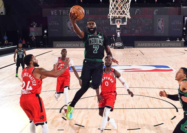 布朗27分6篮板沃克21分7助攻 绿军大胜猛龙