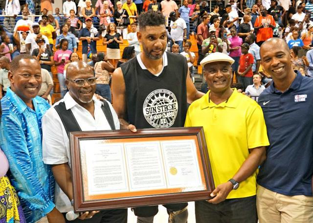 重返篮球场 42岁邓肯在维金群岛参加表演赛