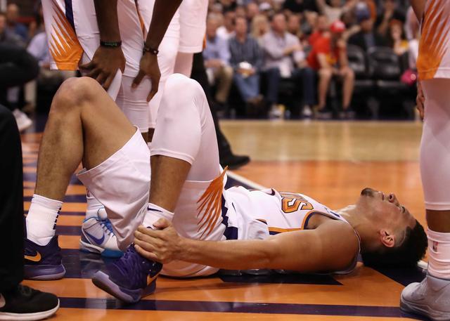 布克左脚踝扭伤 将缺席赛季剩余的比赛