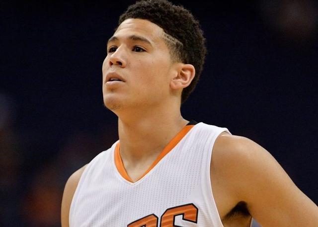 布克为当地大学购买了270张WNBA门票