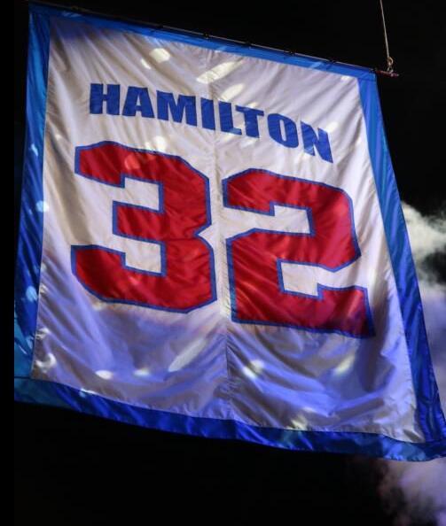"""活塞退役""""面具侠""""汉密尔顿的32号球衣"""