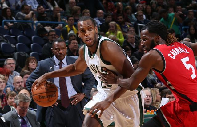字母哥:米德尔顿回归使球队打出了团队篮球