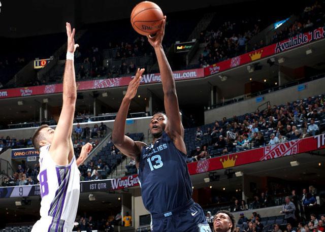小杰克逊27分小加篮板队史第一 灰熊胜国王