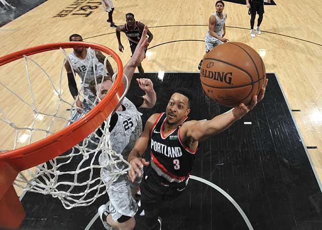 CJ伤退 利拉德:这对我们来说是个沉重打击 NBA新闻