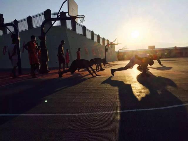 大凉山走出的篮球少年