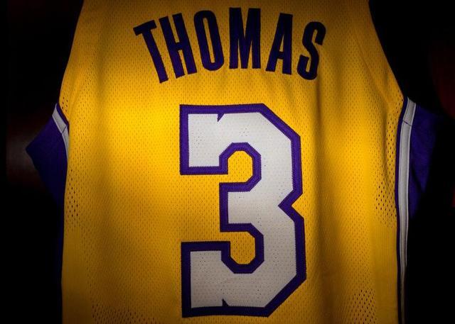 官宣:以赛亚-托马斯将改穿3号球衣