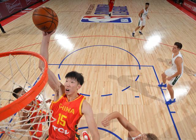 兰代尔23分周琦14+17 雄鹿队击败中国男篮