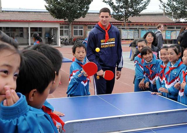 观察:短短4年 勇士如何成为中国球迷新宠?