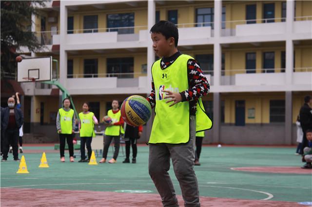 马鞍山师范附小参赛同学进行比赛