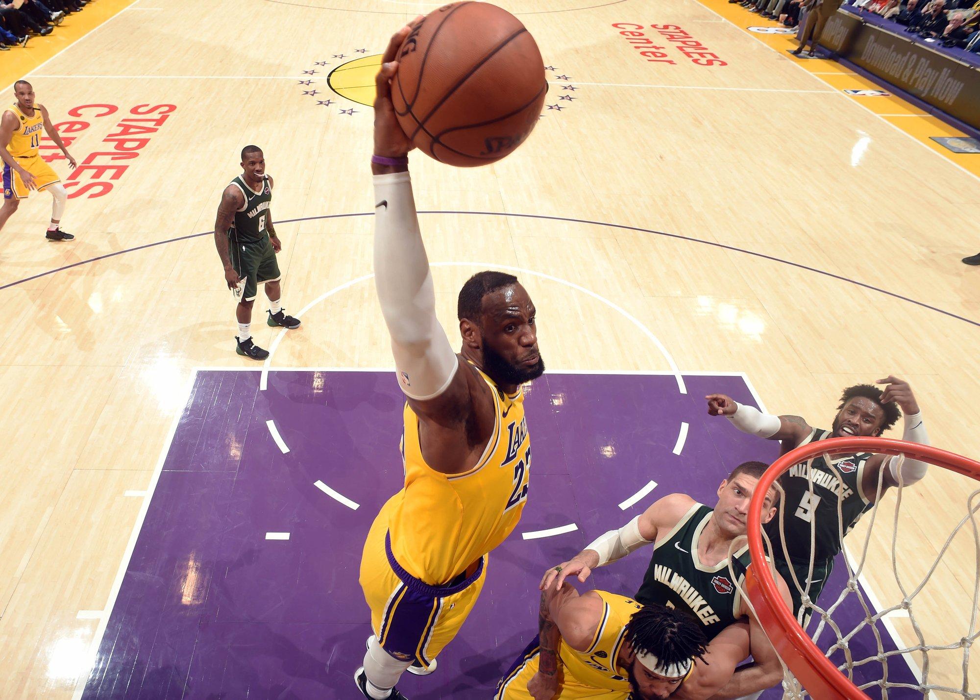 最年輕34000分先生!詹姆斯暴走21中12轟37分,里程碑之夜率隊贏下總冠軍賽預演!(影)-黑特籃球-NBA新聞影音圖片分享社區
