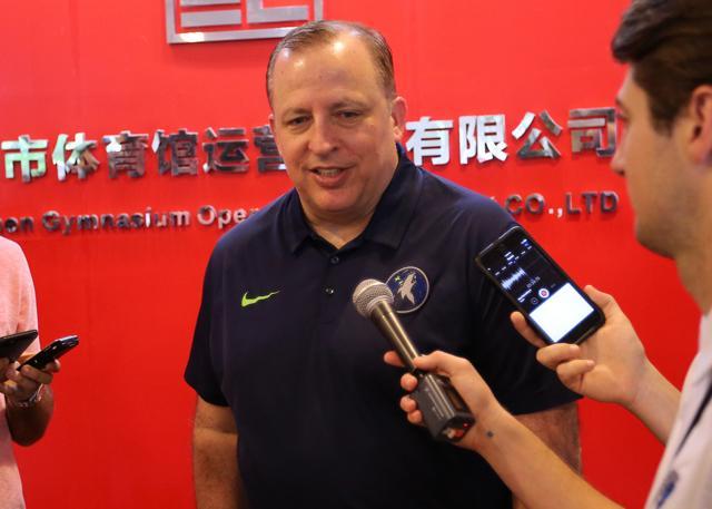 锡伯杜:勇士的团队氛围会感染新来的球员